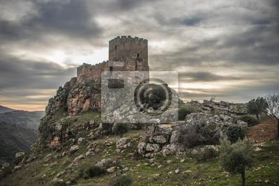 Naklejka Średniowieczny zamek na klifie w pochmurny dzień, Algoso, Vimioso, Miranda do Douro, Bragança, Tras-os-Montes, Portugalia