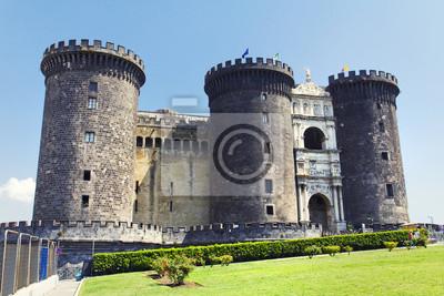 Średniowieczny zamek New Castle lub Castelnuovo w naple