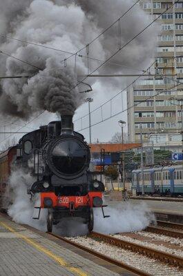 Naklejka Stare klasyczny pociąg odjeżdżający z chmury dymu