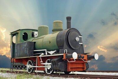 Naklejka stare lokomotywy parowóz pociągu na pięknym tle nieba
