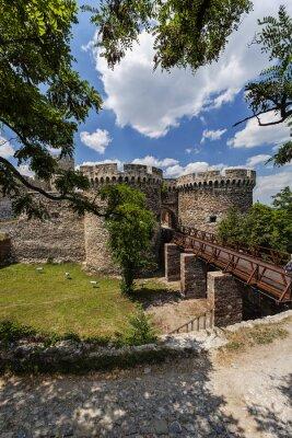 Stare ściany twierdzy i charakter