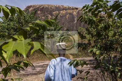 Naklejka Starszy Fulani pokazujący drogę do swojej wioski
