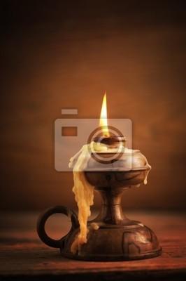 Naklejka stary świeca na drewnianym stole