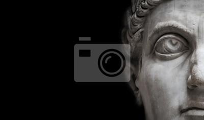 Naklejka Statua Romański Nobel mężczyzna odizolowywający przy czarnym tłem, Rzym, Włochy