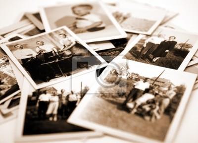 Naklejka Stos starych fotografiach