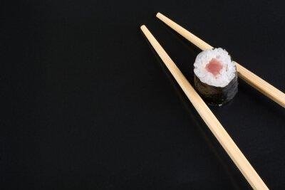Naklejka Sushi na czarnej płycie