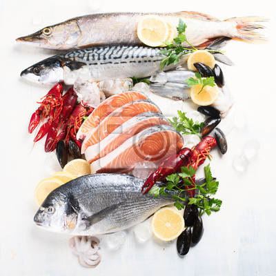Naklejka Świeże ryby i owoce morza