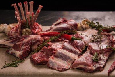 Naklejka Świeże żeberka wieprzowe, polędwica, mięso i pęczek rozmarynu