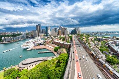 Naklejka SYDNEY - 07 listopada 2015: Panoramiczny widok na miasto. Sydney przyciąga