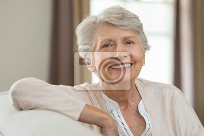 Naklejka Szczęśliwa starsza kobieta