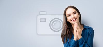 Naklejka Szczęśliwy gest uśmiecha się młoda kobieta