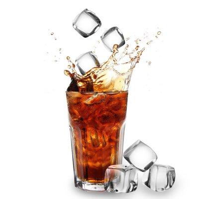 Naklejka Szkło Cola z kostek lodu na białym spadające