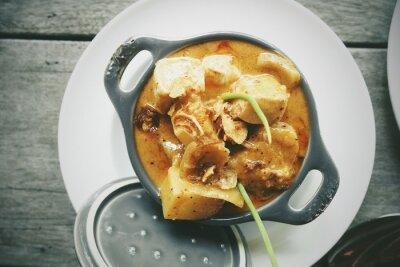 Naklejka Tajskie jedzenie: Mussamun z ryżem Kai