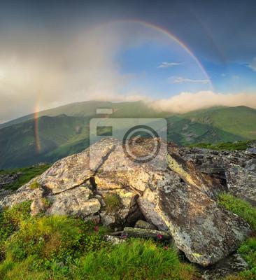 Naklejka Tęcza pod grzbietem górskim. Piękny krajobraz naturalny w okresie letnim