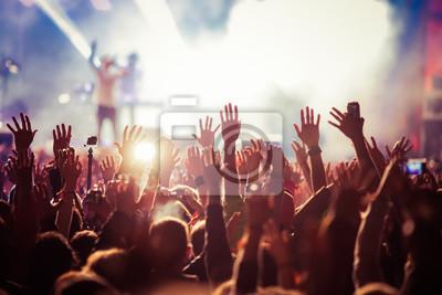 Naklejka Tłum na koncercie - letni festiwal muzyczny