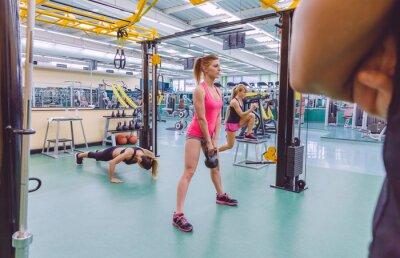 Naklejka Trener szukają kobiet grupa treningowa w obwodzie CrossFit