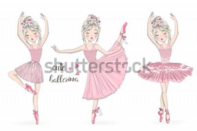 Naklejka Trzy ręcznie rysowane piękne, urocze, małe baleriny dziewczynka z wieńcami. Ilustracji wektorowych.