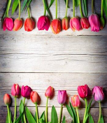 Naklejka tulipany na zabytkowe drewna - Wielkanoc tle