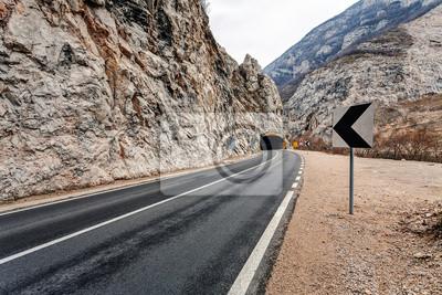 Naklejka Tunel na drodze w kanionie