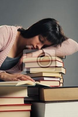 uczeń zasnął na stosie książki, podobne zdjęcia w moim por