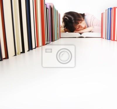uczeń zasnął, podczas gdy robi swoje zadanie domowe. Podobne zdjęcia