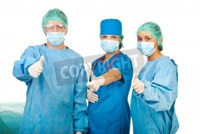 Naklejka Udane zespół trzech lekarzy dając kciuki do góry na białym tle