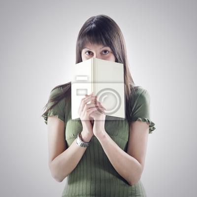 ukrywa się kobieta za książki