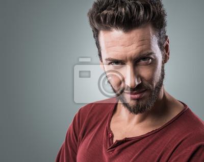 Uśmiechnięty facet portret flirty