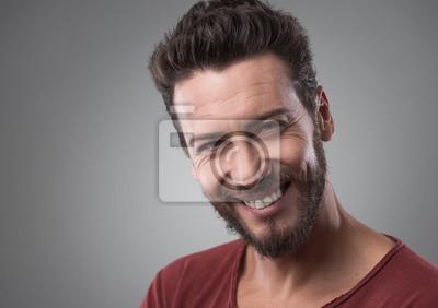 Uśmiechnięty młody mężczyzna portret