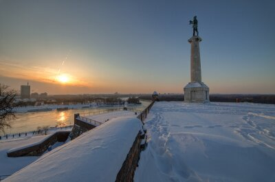 """Victor"" Pomnik pod śniegiem"