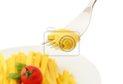 Walcowane spaghetti na widelec, włoskie jedzenie