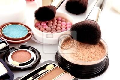 Naklejka Wielu profesjonalnych kosmetyki do makijażu
