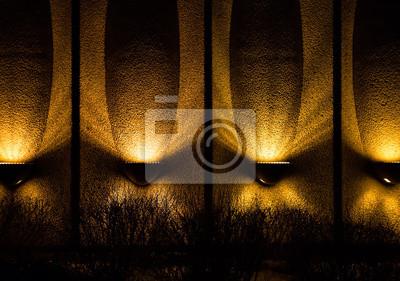 Wiersz żółtych świecącymi światłami W Nocy Wzdłuż Zewnętrznej Naklejki Redro