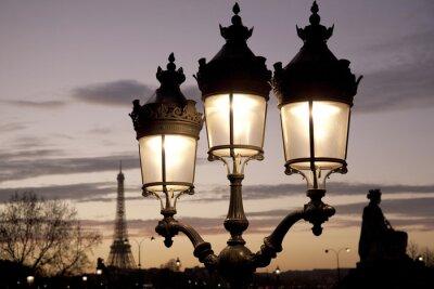 Naklejka Wieża Eiffla oświetlone w nocy w Paryżu, Francja