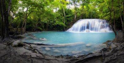 Naklejka Wodospad i staw z niebieskim wody w Tajlandii stock panoramy