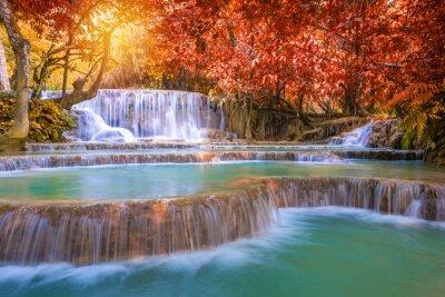 Naklejka Wodospad w lesie deszczowym (TAT Kuang Si Wodospady w Luang Praba
