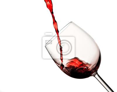 Wylewanie czerwone wino w szklance wina
