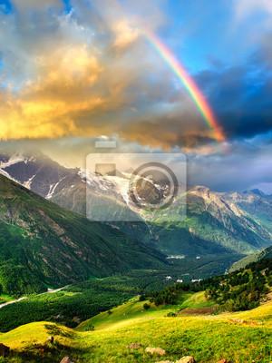 Naklejka Wysokie góry podczas zachodu słońca. Piękne krajobrazy