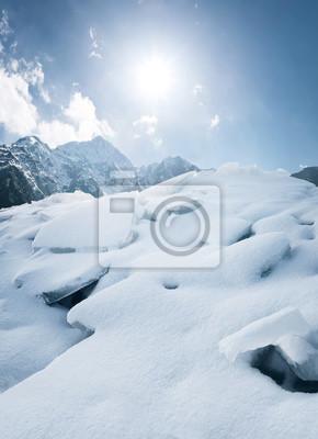 Wysokie pasmo górskie. Piękne krajobrazy