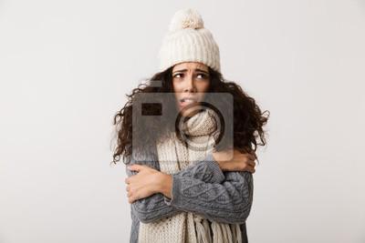 Naklejka Wzburzona młoda kobieta jest ubranym zima szalika