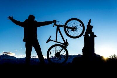 Naklejka zirveye bisikletle ulaşmak