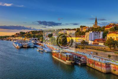 Naklejka Zachód słońca nad Belgradem i statki w porcie. Obraz HDR