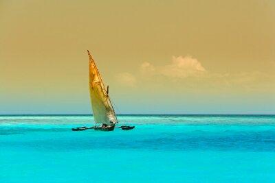Naklejka Żaglówka (Dau) na jasny turkus wody wyspy Zanzibar