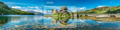 Naklejka Zamek Eilean Donan w ciepłe letnie dni - Dornie w Szkocji