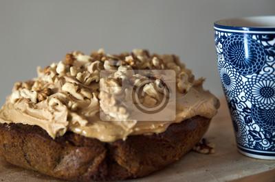 Naklejka Zapraszamy na deser z domowym orzechem i kawą oraz dużym, kolorowym filiżanką kawy lub herbaty