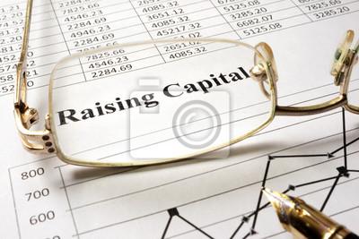 Naklejka Zarejestruj pozyskania kapitału na papierze i okulary.