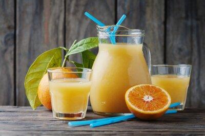 Naklejka Zdrowe świeży sok pomarańczowy na stole woodent