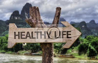 Naklejka Zdrowe Życie drewniany znak na tle lasu