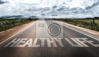 Naklejka Zdrowe Życie pisane na wiejskiej drodze