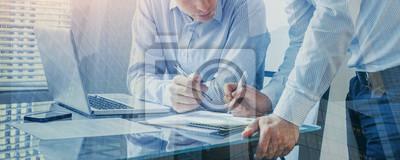 Naklejka zespół ludzi biznesu współpracuje w biurze, transparent tło pracy zespołowej, podwójnej ekspozycji